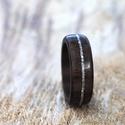 Fa gyűrű – Fekete dió ezüst berakással, Ékszer, Esküvő, Gyűrű, Esküvői ékszer, Elegáns, egyedi és különleges fa gyűrű. Külső felülete, vízálló réteggel van ellátva, a belső felüle..., Meska