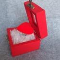 Szerelem doboz, Otthon & Lakás, Dekoráció, Díszdoboz, Mindenmás, Festett tárgyak, Bársonyos szívecske dobozban Kedves ajándékötlet szerelmünknek akár Valentin napra. De bármely alka..., Meska