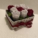 Romantikus szatén rózsadoboz, Esküvő, Dekoráció, Helyszíni dekor, Virágkötés, Mindenmás, Ha szeretnéd szerelmed meglepni évfordulótok alkalmán, születésnapján, névnapján, esetleg valentin ..., Meska