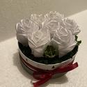 Kör alakú szatén rózsadoboz, Esküvő, Dekoráció, Helyszíni dekor, Virágkötés, Mindenmás, A kör alakú rózsadoboz remek ajándék lehet esküvőkre, romantikus alkalmakra.  A dobozban lévő rózsá..., Meska
