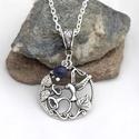 Észlelés - Tibeti ezüst kolibris medál lápisz lazuli ásványgyönggyel, Ékszer, óra, Medál, Nyaklánc, Ékszerkészítés, Kör alakú, kolibrit ábrázoló, tibeti ezüst függő az alapja ennek a nyakláncnak, melyet egy lápisz l..., Meska