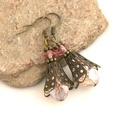 Princess - Harangvirág formájú, antik bronz füli csiszolt ólomkristály gyöngyből, Ékszer, Fülbevaló, Nagyobb méretű, csiszolt, ólomkristályokból és apró, színben harminizáló, rózsaszín cseh üveggyöngyö..., Meska