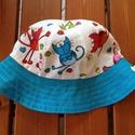 Színes cicás -  napkalap / gyerek kalap , Sok vidám cica üldögél a nap kalapon.   Kék a...
