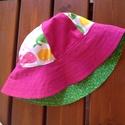 Bálna mintás-  napkalap / gyerek kalap, Sok színes bálna található az anyagon.  Mind k...