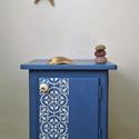 Greek blue - ajtós kis komód, éjjeliszekrény, Bútor, Komód, A görög házak spelettáinak kékje ihlette ezt a kis szekrénykét. Festett cementlap mintával, porcelán..., Meska