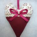 Bordó gyöngyös szív  9x13cm (1db), Dekoráció, Esküvő, Meghívó, ültetőkártya, köszönőajándék, Esküvői dekoráció, Pamut anyagból varrtam, vatelinnel béleltem.  Ajándékba vagy a lakás díszítésére, kilincsre, szekrén..., Meska