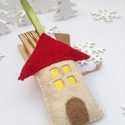 KARÁCSONYFA DÍSZ FILCBŐL , Dekoráció, Ünnepi dekoráció, Karácsonyi, adventi apróságok, Karácsonyfadísz, Gyapjúfilc felhasználásával, 100%-ban kézzel készítettem,  vatelinnel puhára  tömtem ezt a házikót. ..., Meska