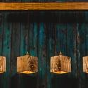 Rusztikus asztali függeszték, Otthon, lakberendezés, Lámpa, Fali-, mennyezeti lámpa, Hangulatlámpa, Famegmunkálás, Négy darab négyszögletes újrahasznosított fenyőből készült függeszték, étkezőasztalok fölé.  Pácolv..., Meska