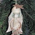 Karácsonyi angyalka csillaggal - karácsonyfadísz, ajándék , Dekoráció, Karácsonyi, adventi apróságok, Ünnepi dekoráció, Karácsonyi dekoráció, Mindenmás, Varrás, Bézs jutaszalagból készült bájos karácsonyi angyalka, festett és finoman koptatott fa szárnyakkal, ..., Meska