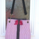 Mályvaszín kötött, Táska, Válltáska, oldaltáska, Mályva színű kötött sálból készült táska, csipke és masni dísszel. 3 rekeszes belső zsebbel és mágne..., Meska
