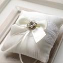 Gyűrűpárna, Esküvő, Hajdísz, ruhadísz, Gyűrűpárna, Mindenmás, Varrás, 10x10 cm-es gyűrűtartó párna brossal ., Meska