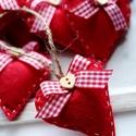 Karácsonyi filc szívek, Dekoráció, Ünnepi dekoráció, Karácsonyi, adventi apróságok, Karácsonyfadísz, 7db kézzel varrt karácsoyi filc szívecske, magyal levéllel és gombbal díszítve. Kb. 6cm-esek. Az ár ..., Meska