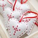 Karácsonyi hímzett filc szívek, Dekoráció, Ünnepi dekoráció, Karácsonyi, adventi apróságok, Karácsonyfadísz, 6db kézzel varrt karácsonyi filc szívecske. Kb. 6cm-esek. Az ár egy csomagra vonatkozik., Meska