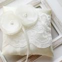 Gyűrűpárna, Esküvő, Gyűrűpárna, Hajdísz, ruhadísz, 12x12 cm-es gyűrűtartó párna, ekrü., Meska