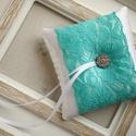 Gyűrűpárna türkiz csipkével, Esküvő, Gyűrűpárna, Hajdísz, ruhadísz, 10x10 cm-es gyűrűtartó párna, fehér., Meska