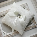 Gyűrűpárna , Esküvő, Gyűrűpárna, Hajdísz, ruhadísz, 12x12 cm-es gyűrűtartó párna, ekrü, Meska