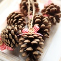 Karácsonyi toboz díszek, Dekoráció, Ünnepi dekoráció, Karácsonyi, adventi apróságok, Karácsonyi dekoráció, 9db toboz dísz , Meska