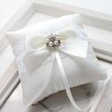 Gyűrűpárna, Esküvő, Gyűrűpárna, Hajdísz, ruhadísz, 10x10 cm-es gyűrűtartó párna, fehér., Meska