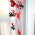 Karácsonyi toboz girland, Otthon, lakberendezés, Karácsonyi, adventi apróságok, Karácsonyi dekoráció, Karácsonyfadísz, Kb. 150 cm hosszú, toboz és filc szívek girland Lakásod természetes dísze lehet :), Meska