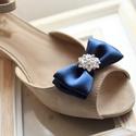 Sötétkék alkalmi cipőklipsz, Esküvő, Hajdísz, ruhadísz, Esküvői ékszer, Cipő, cipőklipsz, A cipő elejére és oldalára is felhelyezhető. 1 pár, Meska