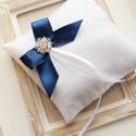 Gyűrűpárna kék masnival, Esküvő, Gyűrűpárna, Hajdísz, ruhadísz, 11x11 cm-es gyűrűtartó párna, fehér., Meska
