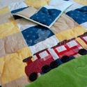 Babatakaró - vonattal, Baba-mama-gyerek, Játék, Gyerekszoba, Falvédő, takaró, Élénk színű pamutból készült patchwork babatakaró, vatelinnel bélelve. A rátétminta simog..., Meska