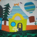 Házikós falvédő - Apolkának szeretettel!, Színes és mintás pamutvásznakból készült ez...
