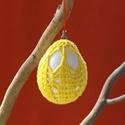 Citromsárga színű horgolt tojás, Húsvéti apróságok, Fehér műanyag tojásra horgolt húsvéti dísz. Mérete: 46X64 mm. A tojás akasztóval van ellát..., Meska