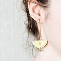 Nagy rókás fülbevaló, Ékszer, Képzőművészet, Illusztráció, Fülbevaló, Ékszerkészítés, Fémmegmunkálás, Sárgaréz, kézzel készült, rókás, akasztós fülbevaló.  - sárgaréz félkör alakú medálok, 30x16 mm. - ..., Meska