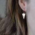 Nyíl fülbevaló, Ékszer, óra, Képzőművészet, Illusztráció, Fülbevaló, Sárgaréz, kézzel készült, nyíl akasztós fülbevaló.  - sárgaréz háromszög alakú medálok, 15.7x9mm. - ..., Meska