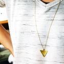 Méhecskés háromszög alakú réz nyaklánc, Ékszer, Képzőművészet, Illusztráció, Fülbevaló, Sárgaréz, kézzel készült, méhecskés, hosszú nyaklánc.  - sárgaréz háromszög medál, 22x25mm. - sárgar..., Meska