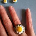 margaréta ékszer szett, Ékszer, óra, Fülbevaló, Gyűrű, Gyurma, Ez egy margaréta ékszerszett, gyűrű ezüst színű kerettel ( átmérő 4 cm állítható mérettel), hozzá t..., Meska