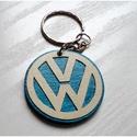 Fa Volkswagen kulcstartó, Mindenmás, Férfiaknak, Kulcstartó, Ékszer, kiegészítő, Fából, intarzia technikával készült kulcstartó, Volkswagen mintával. Természetes fa páccal színezve,..., Meska