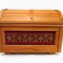 Faláda textill oldalbetétekkel, Ritka Dél-Amerikai vörös fából készült lád...