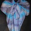 Szürke-kék, egyedi tervezésű, kézzel festett szín átmenetes selyemsál