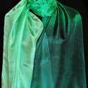 Halvány almazöldtől a sötétzöldig színátmenetes selyemsál