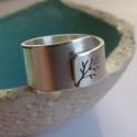 Fa ezüst gyűrű (állítható méretű, széles, szatén), Ékszer, Gyűrű, Fémmegmunkálás, Ötvös, Gyűrű fa mintával, Sterling ezüstből. Fűrészelt, hajlított, kalapált, szatén fényűre csiszolt.   Mé..., Meska