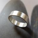 Ezüst karikagyűrű, Ékszer, Gyűrű, Rusztikusra csiszolt Sterling ezüst karikagyűrű.    Belső átmérője: igény szerint.  A képen nagyobbn..., Meska