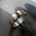 Ezüst karikagyűrű (rusztikus, kalapált), Ékszer, Férfiaknak, Gyűrű, Rusztikus kalapált karikagyűrű Sterling ezüstből. Oxidált, polírozott.  Méret igény szerint  A képen..., Meska