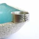 Fa ezüst gyűrű (szatén, 8 mm széles), Ékszer, Gyűrű, Ötvös, Fémmegmunkálás, Gyűrű fa mintával, Sterling ezüstből. Fűrészelt, hajlított, szatén fényű befejezéssel.  Méret: igén..., Meska