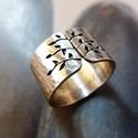 Rusztikus tavaszi fa ezüst gyűrű (széles, kalapált) , Ékszer, óra, Gyűrű, Gyűrű leveles fa mintával, Sterling ezüstből. Fűrészelt, hajlított, kalapált, antikolt, polírozott. ..., Meska