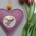 Vidám lila madárka, Dekoráció, Otthon, lakberendezés, Baba-mama-gyerek, Keresztszemes madárkás mintával díszítettem ezt a felakasztható szívecskét, melyet jó minőségű lilás..., Meska