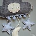 Felhő, holdacska, csillag függő, Baba-mama-gyerek, Játék, Gyerekszoba, Mobildísz, függődísz, Babaszobába. Gyapjúfilcből, kézi hímzéssel. Babaágy fölé. Dekorációként. Ajándékba is. Szeretettel!:..., Meska