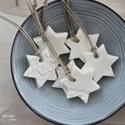 Fehér porcelán csillagok, Dekoráció, Otthon, lakberendezés, Dísz, Ünnepi dekoráció, Csodás, saját készítésű porcelán gyurmámból készültek ezek a felakaszthatós csillagok, melyekre csip..., Meska