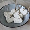 Fehér porcelán szívek, Dekoráció, Otthon, lakberendezés, Dísz, Ünnepi dekoráció, Csodás, saját készítésű porcelán gyurmámból készültek ezek a felakaszthatós kicsi szívek, melyekre c..., Meska
