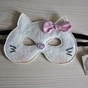 Hello Kitty álarc - gyerekeknek, Baba-mama-gyerek, Farsangi jelmez, Játék, Jó minőségű, magyar gyapjúfilcből készült ez a farsangi álarc, melyet erős csillámlós fekete színű g..., Meska