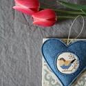 Tavaszi madárdal - kékben, Dekoráció, Otthon, lakberendezés, Dísz, Ajtódísz, kopogtató, Keresztszemes madárkás mintával díszítettem ezt a felakasztható szívecskét, melyet kék színű, jó min..., Meska