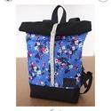 Serin virágos hátizsák, Táska, Hátizsák, Egyéni virágos hátizsák. A táska külseje elől egy régi mintás anyag , hátul pedig erős fekete vászon..., Meska