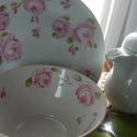 kézzel festett porcelán tálka+tányér, Baba-mama-gyerek, Konyhafelszerelés, Edényalátét, Festett tárgyak, Általam kézzel festett porcelán tálka és tányér, rózsa mintával.  Méretek:  tálka: 6dl-es, átm.: 14..., Meska