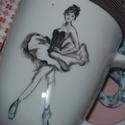 kézzel festett porcelán bögre, Konyhafelszerelés, Baba-mama-gyerek, Bögre, csésze, Festett tárgyak, Kézzel festett porcelán bögre, balerina mintával.  A bögre 3dl-es, mag. : 10 cm , Meska